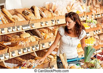sklep spożywczy, store:, młoda kobieta, z, shopping wóz