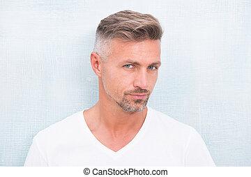 sklep, transakcja, włosy, anti, model., hair., him., shampoo., concept., obrządził konia, petycje, patrząc, pociągający, roots., dobry, dojrzały, hairdresser., fryzjer, twarzowy, srebro człowiek, szary, starzenie się, dobrze, grizzle