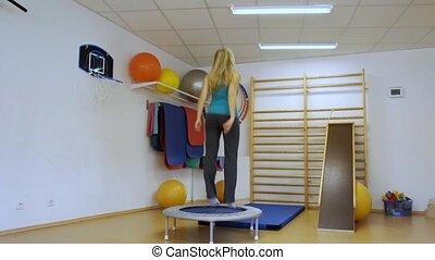 skokowy, kobieta, trampoli, młody