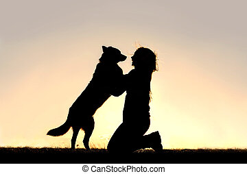 skokowy, sylwetka, pies, powitać, kobieta, szczęśliwy, do ...