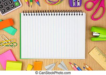 skola, fodra, ram, anteckningsbok, mot, ved, space., bakgrund, skrivbord, skaffar, avskrift, tom