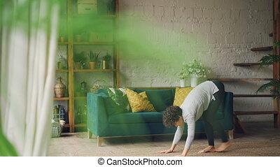 skoncentrowany, yoga, healthcare, kręgosłup, wellness, concept., asanas, młody, złagodzenie, zdrowy, wykonując, dom, wykonuje, positions., dama, elastyczny