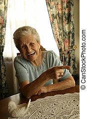 skratta, gammal dam