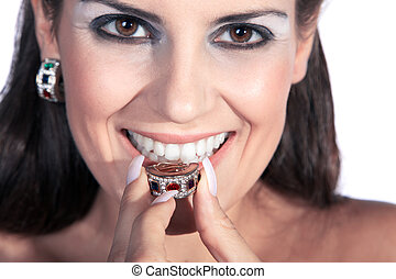 skratta, nätt, kvinna, med, smycken