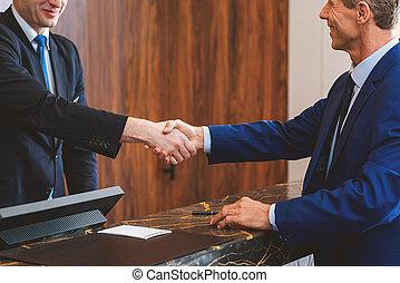 skrivbord assistent, och, klient, in, dyrt, hotell