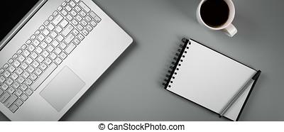 skrivebord kontor, hos, laptop, kaffe, og, blank, notebook., top udsigt