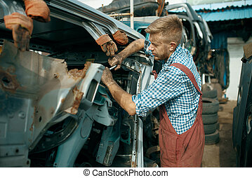 skrotupplag, manlig, repairman, ge sig sken, bil