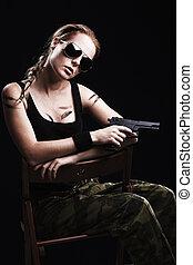 skud, i, en, sexet, militær, kvinde, poser, hos, geværet