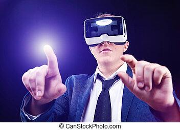 skutečný, head-mounted, vr, pouívání, obchodník, realitiy, vystavit