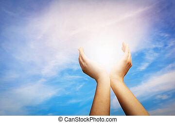 sky., presa, mani, energia, spiritualità, elevato, positivo, wellbeing, sole, concetto, blu