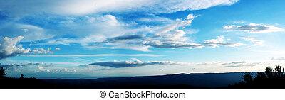 skyet himmel
