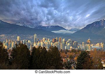 skyline città, bc, vancouver, montagne