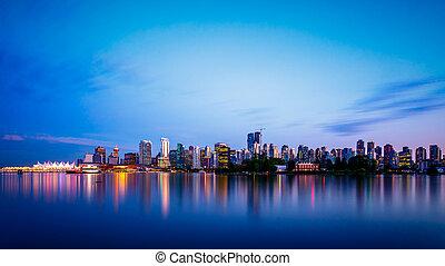 skyline città, vancouver, crepuscolo