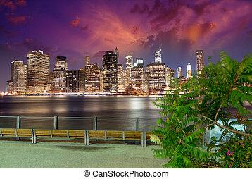 skyline manhattan, à noite, como, visto, de, ponte brooklyn, parque, -, iluminado, skyscrapers.