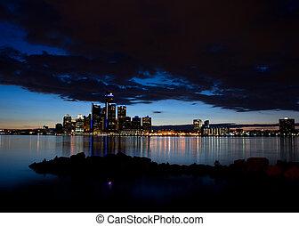 skyline., sobre, crepúsculo, detroit