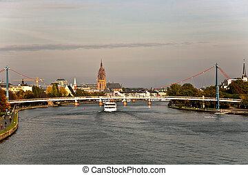 """Skyline von Frankfurt, view from """"Friedensbrücke"""" over the river Main"""