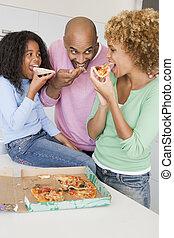 släkt ätande, pizza, tillsammans