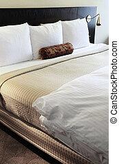 slaapkamer, met, comfortabel, bed