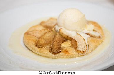 Sliced Apple Tart with Vanilla Ice Cream