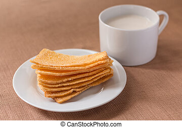 Sliced crispy bread in white ceramic dish.