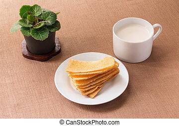 Sliced crispy bread in white ceramic dish.