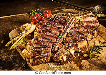 Sliced porterhouse steak with roasted garlic