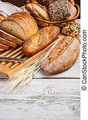 Sliced wholemeal bread and a bread knife on a wooden board
