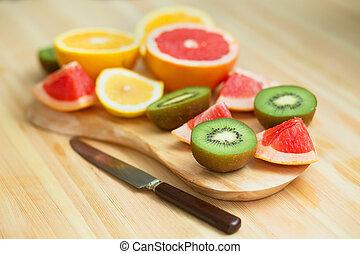 slices of grapefruit, lemon, kiwi, orange