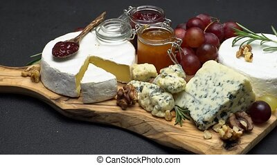 Video of brie, roquefort cheese, jam and grapes - Sliding...