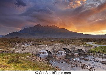 sligachan, puente, y, el, cuillins, isla de skye, en, ocaso