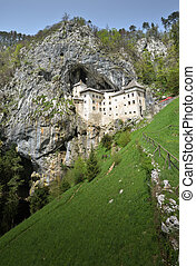 slovénie, postojna, predjama, château