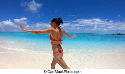 Slow Motion Happy Girl Runs on the Coast of Maldives, 4K 60...