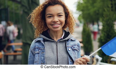 slowmotion, retrato, de, bonito, e, jovem, mulher americana...