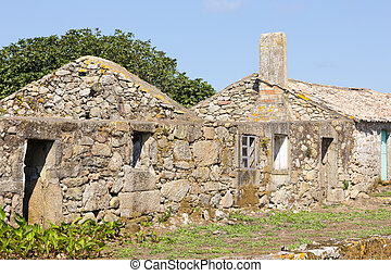 walk around the island of S?lvora in the Ria de Arosa, in front of the town of Riveira.