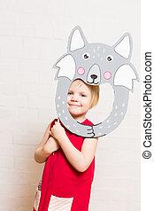 små piger, holde, ulv, maske, på hvide, baggrund