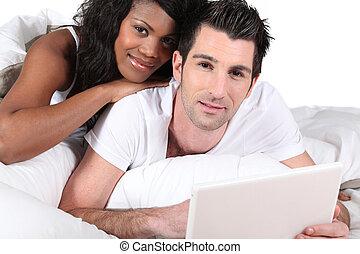 smíchaný- druh, dvojice, pouití počítač na klín, doma