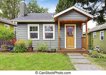 Small American house with gray exterior paint.