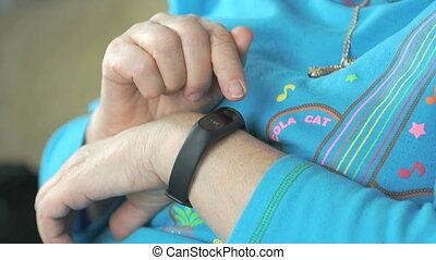 Smart band with display heart rate monitor - The smart band...