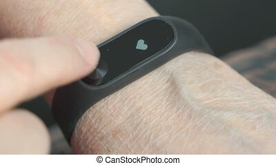 Smart band with touchpad and heart rate monitor - The smart...
