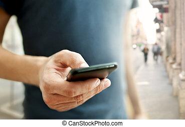 smart, beweeglijk, op, telefoon, man, afsluiten, gebruik