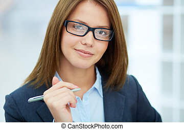 Smart businesswoman - Portrait of young businesswoman in ...