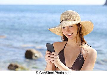 smart, kvinna, strand, lycklig, ringa, texting, vacker