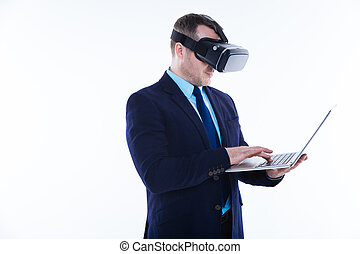 smart, positief, man, gebruik, een, draagbare computer