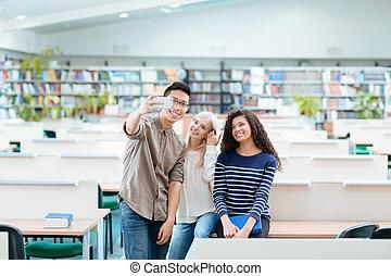 smartphone, étudiants, photo, selfie, bibliothèque, confection