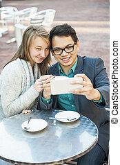 smartphone, カフェ, 若い人々