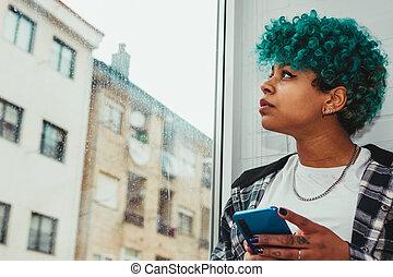 smartphone, 若い, 次に, アパート, 窓, 女