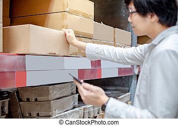 smartphone, 買い物, 点検, リスト, アジア人, 倉庫, 人