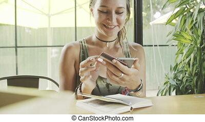 smartphone, achats, crédit, femme, ligne, utilisation, café, carte