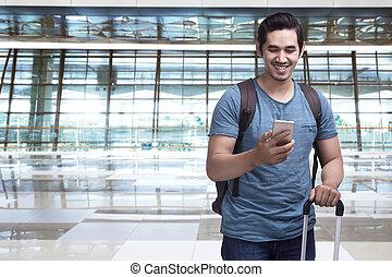 smartphone, asiatico, presa a terra, valigia, viaggiatore, uomo, bello