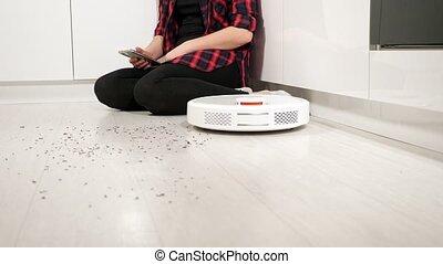smartphone, commandes, nettoyeur, maison, robot, vide, femme